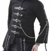 Мужская рубашка с цепочкой и ремнями