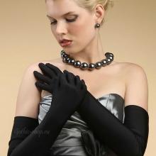 Длинные черные перчатки