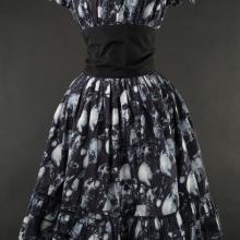 готическое платье с черепами