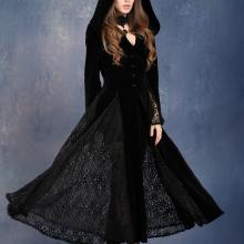 готическое платье с капюшоном
