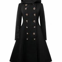 Двубортное зимнее пальто с капюшоном.