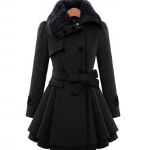 Женское зимнее пальто с поясом и меховым воротником