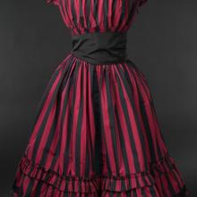 платье готическое в полоску