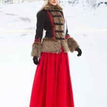 Короткое пальто с меховой отделкой